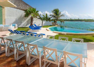Villa Gauguin Outdoor Dinning Table